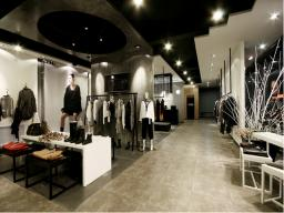 現代簡約服裝店